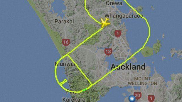 Por consciência do câncer piloto faz voo em forma de pênis