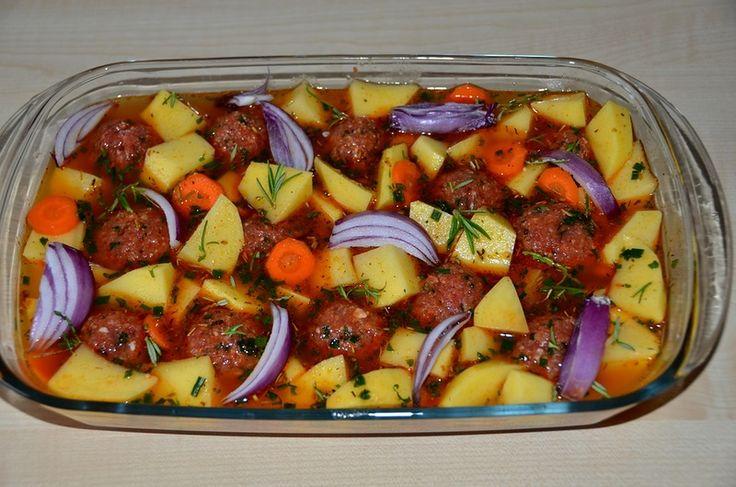 Фрикадельки с картофелем, запеченные в духовке