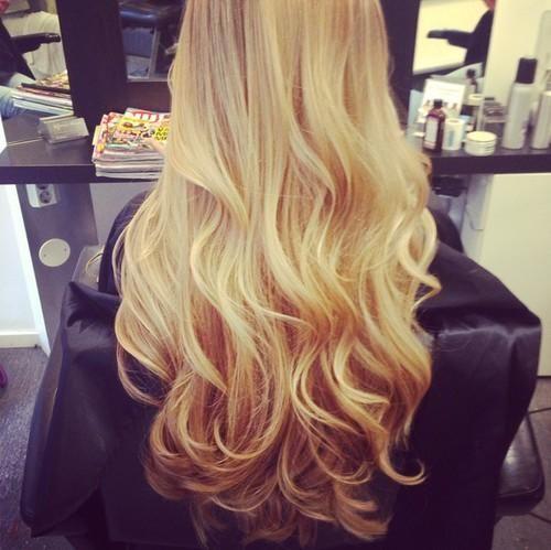 extensions cheveux ondulées - blondes
