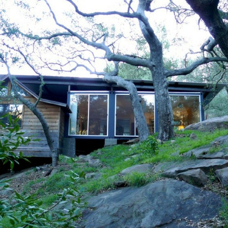 Nestled within the beautiful valley of Topanga Canyon, this shipping container home explores simple boundaries between old-and-new within an extremely...