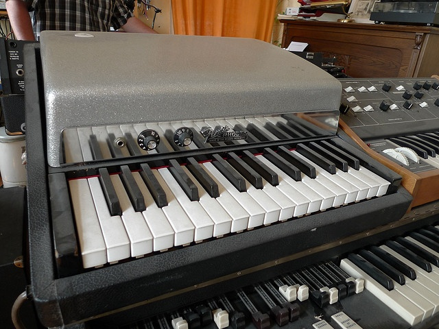 7 best images about vintage keyboards organs on pinterest for Classic house organ bass