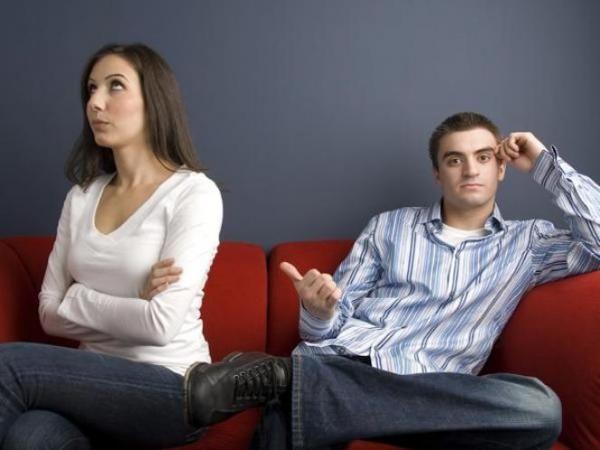 4 Hal Tak Masuk Akal yang Diinginkan Cewek dari Pasangannya