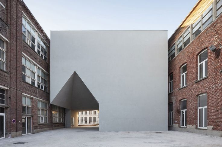 Aires Mateus completed the addition of the Faculty of Architecture at the Université Catholique de Louvain in Tournai, Belgium, with a new white shape that connects the existing buildings.