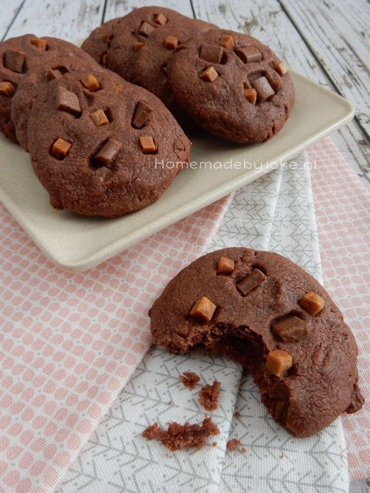 Vandaag een recept van karamel-chocolade koekjes & winactie Laura's Bakery basis bakboek. Hoe leuk is het om dit mooie boek te winnen.