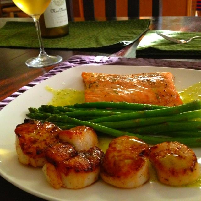 Pan seared scallops, Honey salmon and Seared scallops on Pinterest