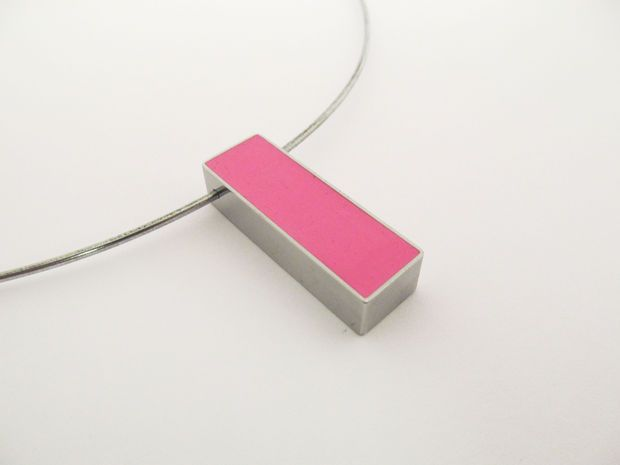 Joyce -    Picture of Polymer Bar Pendant picture tutorial on how to make the bezel from file folder connections.  Even I can could do this.