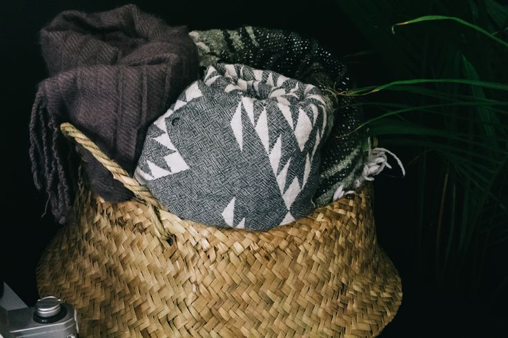 HOME: SEAGRASS BASKET WITH HANDLES