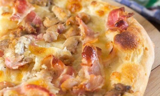 Witte saus pizza met kip en spek ~ Es' Factory