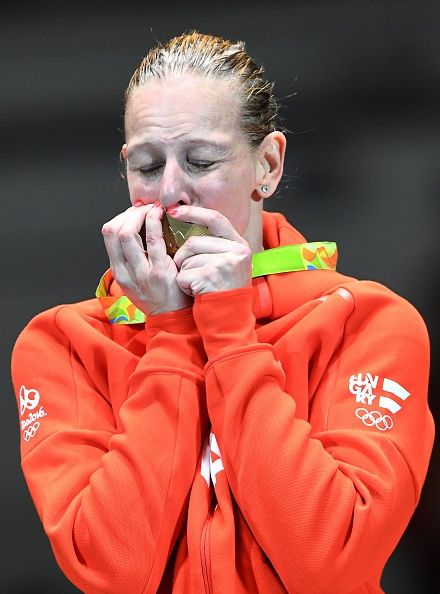 #RIO2016 Best of Day 1 - Hungary's Emese Szasz kisses her gold medal on the podium after the womens individual epee fencing event of the Rio 2016 Olympic Games on August 6 at...