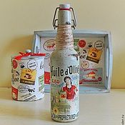 Купить или заказать Бутылка Декоративная Винтажная Декупаж Шебби Flower shop в интернет-магазине на Ярмарке Мастеров. Декоративная стеклянная бутылка для Вашего интерьера с розами 'Flower shop'. Декорирована бусинами, объемной розой. Внутри чистое стекло! Можно использовать для украшения вашего интерьера или как вазочку под живые цветы или сухоцвет, можно налить вина, настойку, или держать в ней чистую воду. Основные цвета: белый, бордо, серый.
