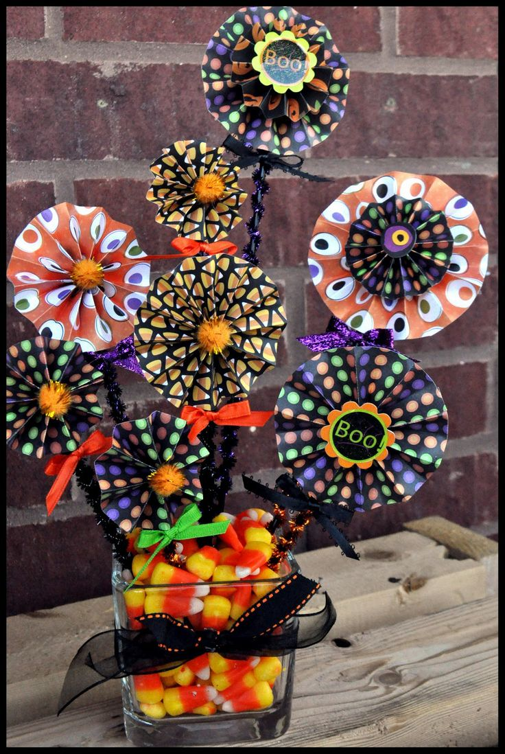 Halloween table decorations to make - Halloween Centerpiece How Fun To Make These Pin Wheels Out Of Halloween