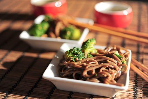 Japoński makaron soba z brokułem : SlodkoKwasny.com przepisy japońskie