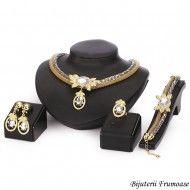 Set bijuterii sultana cu cristale albehttp://www.bijuteriifrumoase.ro/cumpara/set-bijuterii-sultana-cu-cristale-albe-767