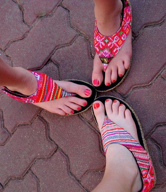 ॐ Sandale hippie hilltribe brodate in stoc la HaineHippie www.hainehippie.ro/55-noutati