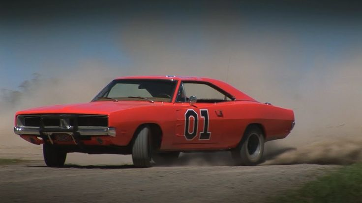 GENERAL LEE VS THE BANDIT TRANS AM - BEST CAR CHASE EVER !!! (Ok, I'm pretty sure this here is the reason Matt & I are together. God's plan for us must be to one day do this! And I know who is driving which car!!) :)