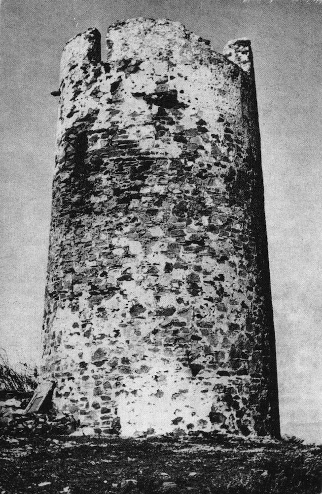 Se encuentra cercana al Faro; corresponde a la serie construida en el siglo XVI cuyas características son similares entre sí; la altura de su acceso cambió por un escalonado en el grosor del muro externo.   https://es.foursquare.com/item/51699c66498ec7d17d2ce2af