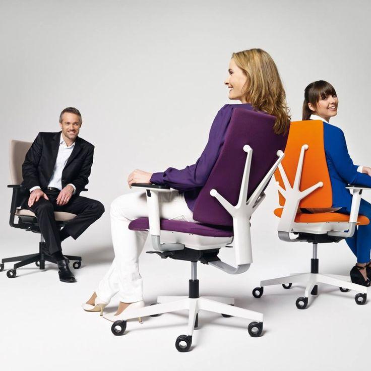 Dynamisches Sitzen - Mehr Bewegung bei der Bildschirmarbeit :http://www.bueromoebel-experte.de/news/ratgeber/ergonomie/dynamisch-sitzen/
