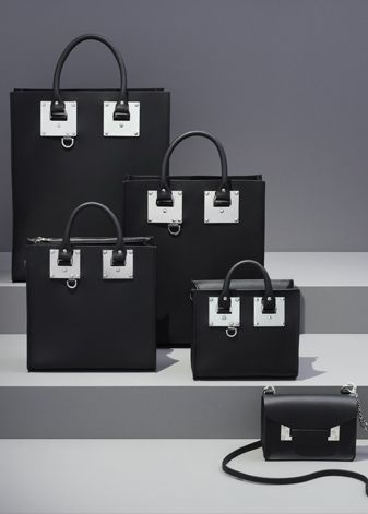 Sophie Hulme hardware is iconic. This season, in black saddle leather, it receives an update with silver, palladium-plated hardware.