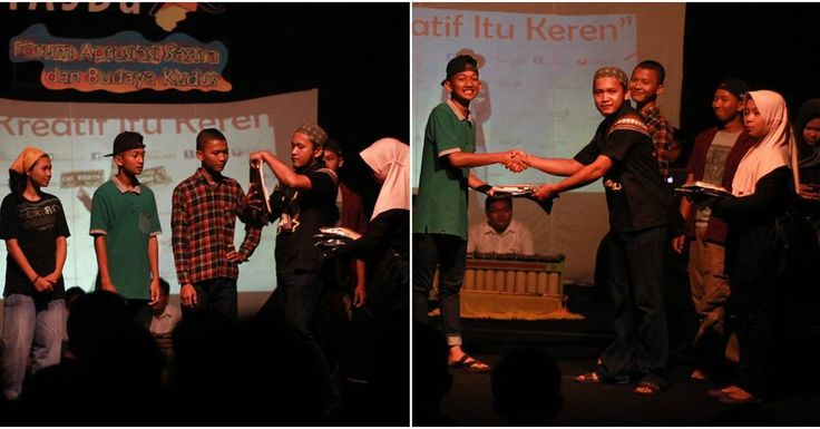 "Souvenir buat yang menang lomba Photo Booth  FASBuK Bulan Februari 2017 Merenda Untaian Karya Mengenang ""Aryo Gunawan"" FASBuK Asik... . . . #fasbuk #indonesiakaya #seputarkudus #sangswara #teaterkuncupmekar #instagram #sastra #musiksastra #aryogunawan #teaterstudioone"