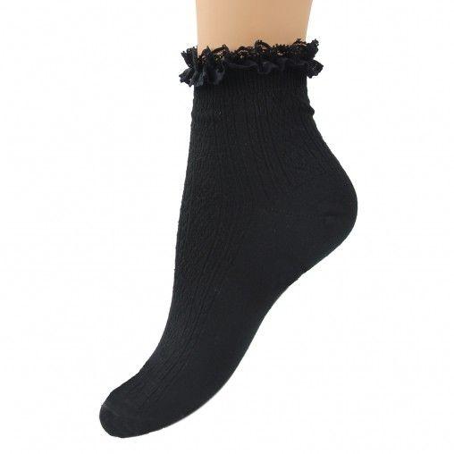 Zwarte lolita sokken met kanten rouches randje. De stof is voorzien van een kabelpatroon. Draag ze in pumps, veterschoenen of geef je sneakers een girly touch! De sokken zijn verkrijgbaar in maat (S) 35-38 en maat (M) 39-42.