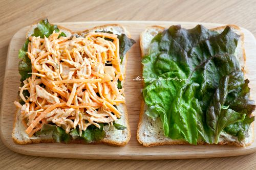 Rye bread, lettuce, shredded chicken already cooked with carrots, kimchi, hot pepper paste, soy sauce, mayo and a little bit of sesame oil.