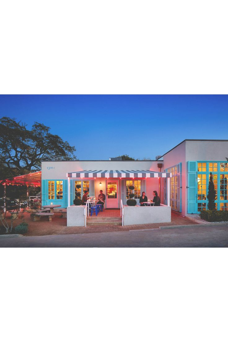 Camille Styles' Perfect Day In Austin | Elizabeth Street Café | Salt & Wind | http://saltandwind.com