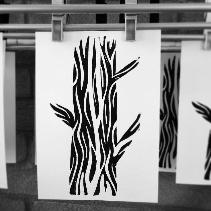 New #linocut  #linoleum #stampart #linoleumprint #artprint #cutting #trees #illustration #tattoo #lucabraidottipaint