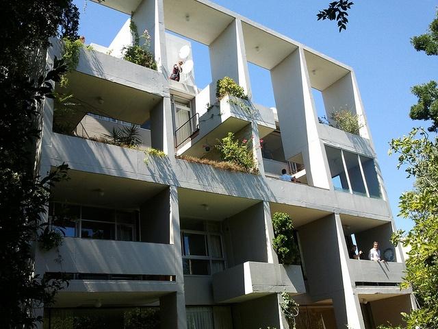 Scott Road Apartments, Kenilworth - Adèle Naudé Santos and Antonio de Souza Santos