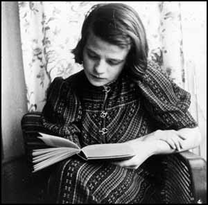 Sophie Scholl, after leaving school in 1940 she became a kindergarten teacher at the Frobel Institute in Ulm-Solflingen.  She was the daughter of Robert Scholl, the mayor of Forchtenberg