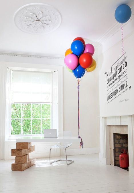 ballon supported desk