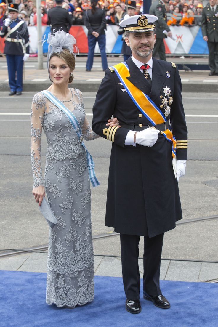 Crown Prince Felipe, and Crown Princess Letizia of Spain arrive at the Nieuwe Kerk in Amsterdam for the inauguration ceremony of King Willem Alexander of the Netherlands, on April 2013 in. Get premium, high resolution news photos at Getty Images Vestidos Zara, Inauguration Ceremony, Harper's Bazaar, Beautiful Evening Gowns, Trouser Suits, Spain, Crown, Queen, Amsterdam Netherlands