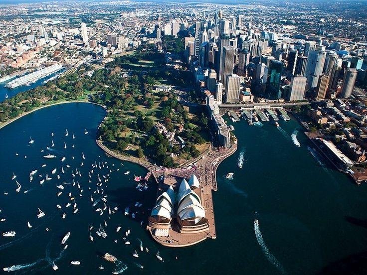 15 cidades mais bonitas do mundo / Submarino Viagem. Sydney, Austrália. É um lugar moderno, conhecido pelas praias maravilhosas e os recifes de corais. Alguns pontos turísticos: a Ponte da Baía de Sydney (Sydney Harbour Bridge), a ponte em formato de arco mais longa do mundo, a Sydney Opera House, um símbolo da cidade e a Praia de Bondi.  https://viagem.catracalivre.com.br/geral/mundo-viagem/indicacao/conheca-as-15-cidades-mais-bonitas-do-mundo/