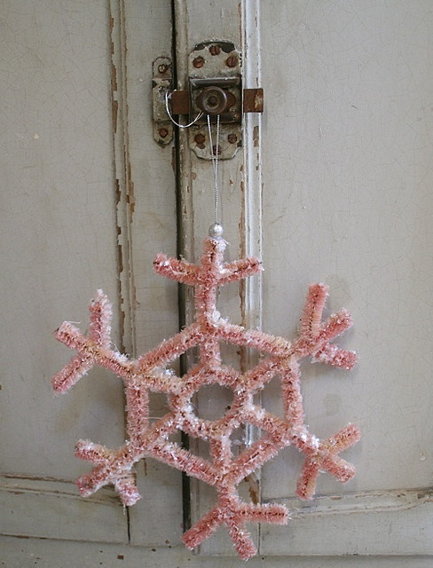 ♕ Pam Garrison's pink pipe-cleaner snowflake ~ instructions here: http://www.marthastewart.com/270251/pipe-cleaner-snowflake-ornaments?xsc=soc_pin_2013_12_10_Holiday_Christmas_Ccrlt.pid=camp.ik3k4ybGuyoR