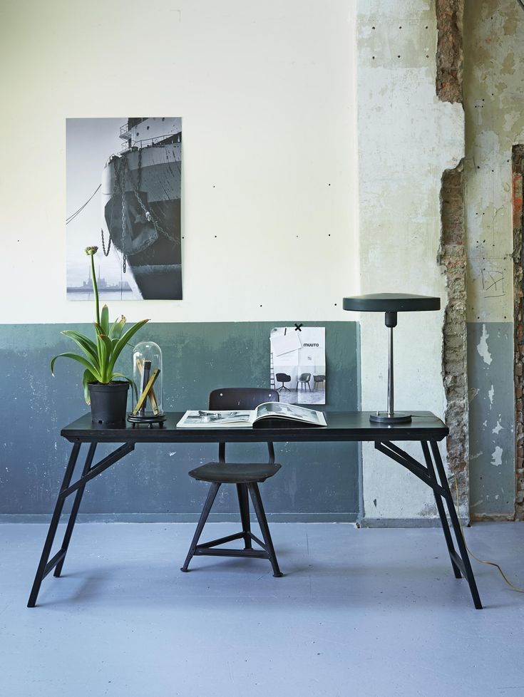Vintage desk, chair, lamp, worn wall | Photographer Dennis Brandsma | Styling Fietje Bruijn | vtwonen September 2015