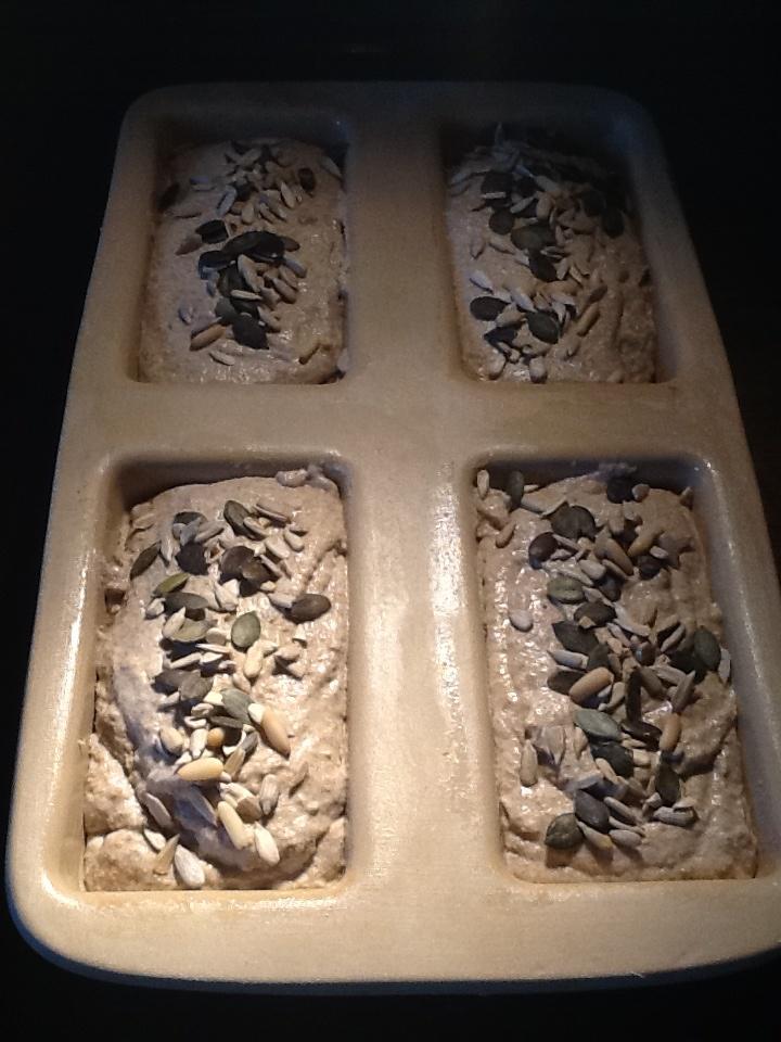 4 kleine Brote im Zauberkästchen gebacken.  Wenn ihr dazu Fragen habt, ihr findet mich auf Facebook :)