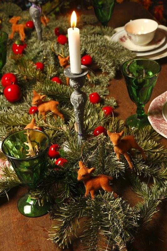 Christmas table covered with jodelahiti deer theme