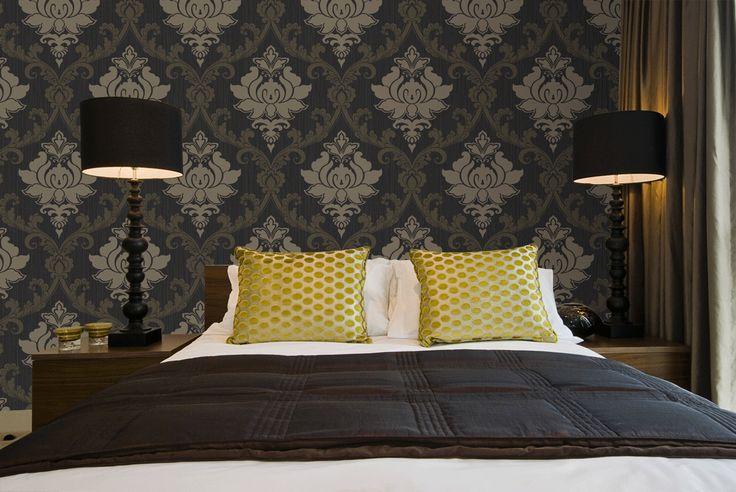 Landelijke Slaapkamer Behang : Black Gold and Brown Bedroom