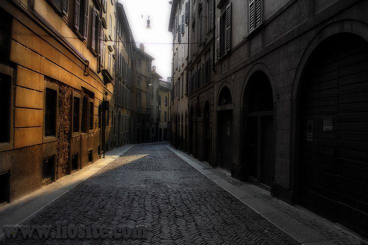 """Cesare Pavese - Un paese ci vuole, non fosse che per il gusto di andarsene via.  Le mie radici, il mio """"dove"""" lontano ma sempre nel mio cuore. Li' sono rimaste le mie radici e li' e' il mio cuore. Felice e serena giornata :)  #CesarePavese, #malinconia, #radici, #origini, #Italia, #Bergamo, #Italianquotes,"""