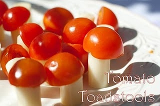 Tomato & cheese Toadstools. pinchar con un palillo, usar una base de sandia