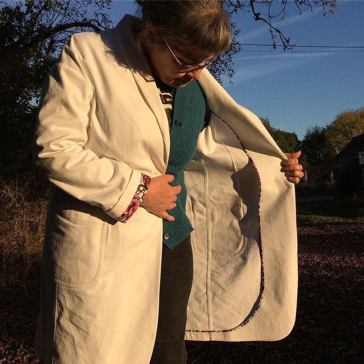 This is one fancy lab coat!  C'est une blouse de laboratoire très sophistiquée  #haremere @merchantandmills