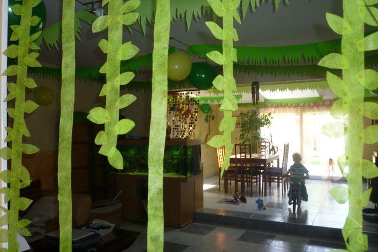 Lianes avec papier cr p f te safari pinterest for Deco table jungle