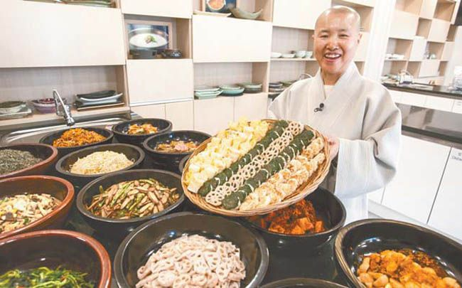 Buddhist monk shares secrets to healthy life with temple food