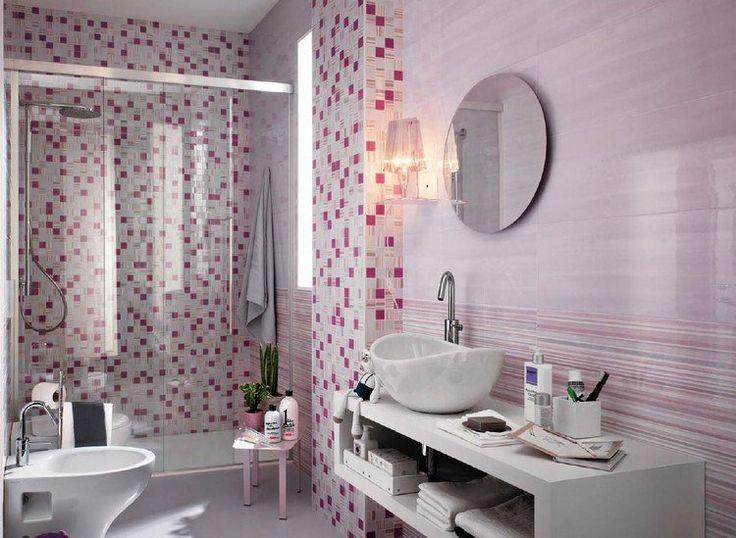 douche à l'italienne avec mosaïque murale rose et blanche, miroir rond et vasque à poser design