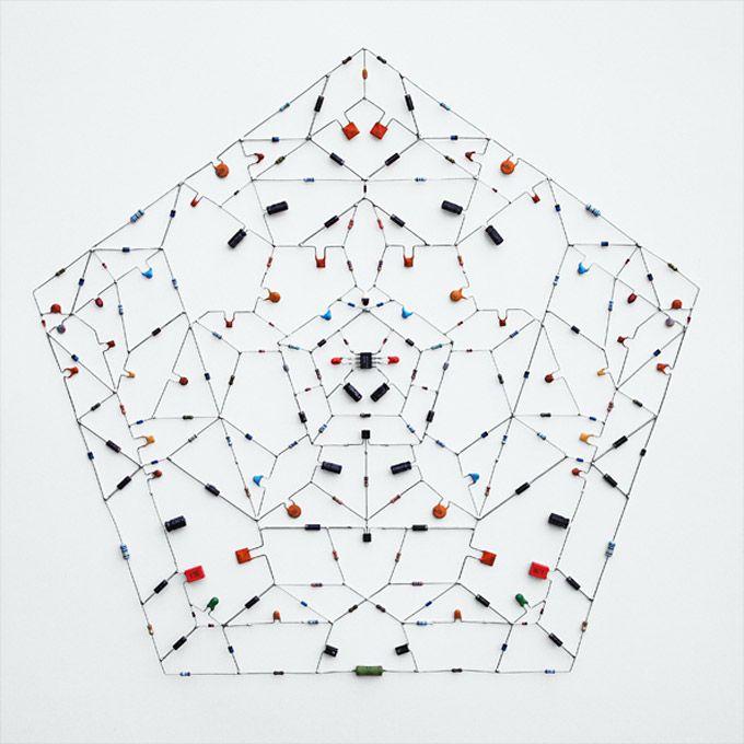 mandala-n1: Art Nerd, Design Inspiration, Geometric Form In Design, Intricate Geometric, Electronics Up, Geometric Shape, Leonardo Ulian, Mandala Eletrônica, Technology Mandala