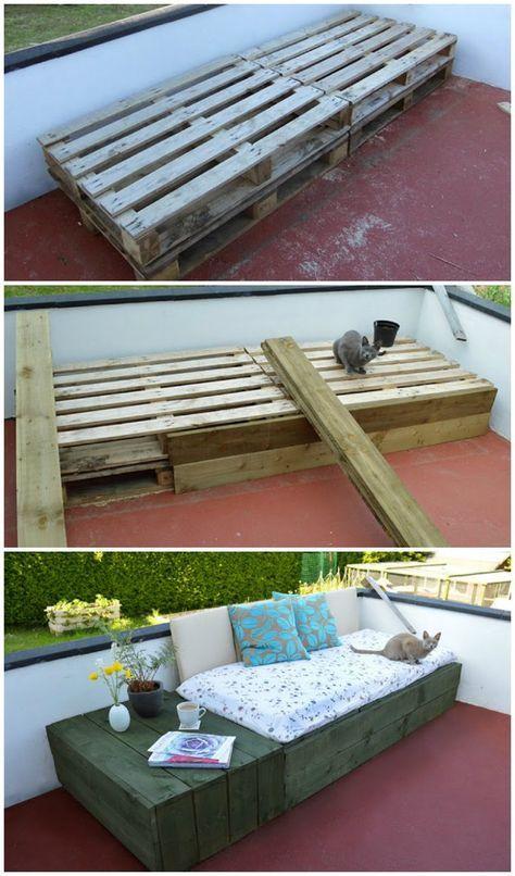 Sofa lavet ud af paller. Pallerne er beklædt med træbrædder så man ikke kan se dem.