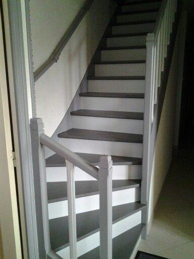 Escalier repeint avec trois tons de gris (réalisation cliente)