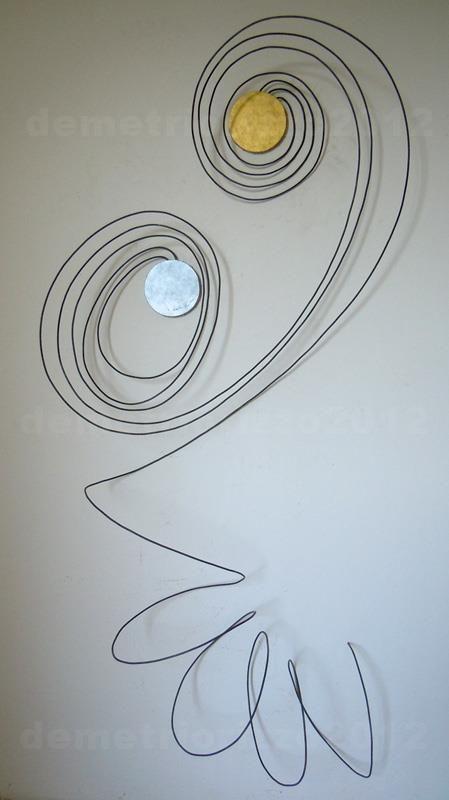 Wire sculpture by Demetrio Rizzo: Donna con bambino - 2012 - wire & canvas - Size: 80x180x40cm
