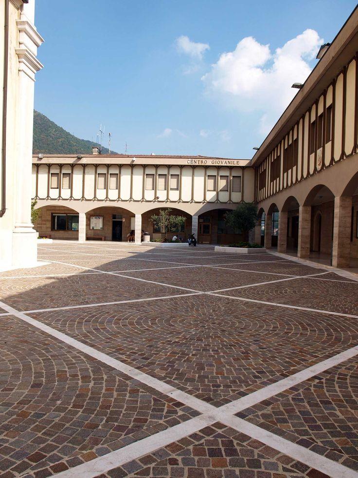 Il #Porfido di #SantApollonio a #Lumezzane #sagrato #chiesa #pavimenti #rivestimenti #church #marble #sky #clouds #stone #cubetti www.appiaanticasrl.it