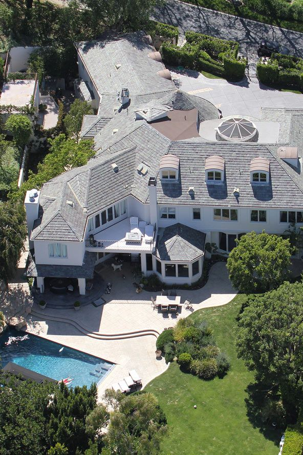 Robbie Williams Has Put His Beverly Hills Mansion On Sale For $3.6 Millionu2026