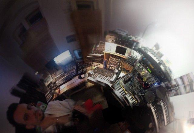 Sam Barker's man-cave - http://createdigitalmusic.com/2012/06/in-the-studio-barker-like-an-animal-ep-sam-barker-nd_baumecker-stream-gallery/: Barker Men Cav, Barker 360, Sam Barker